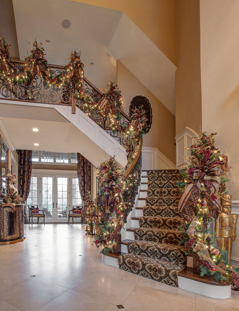 21 Ideas for Christmas Staircase Decorations