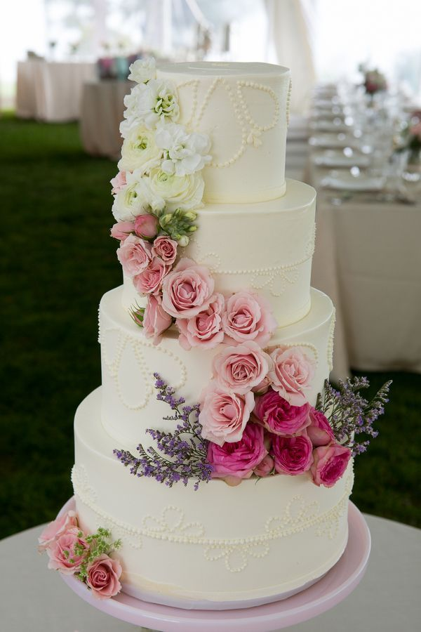 15 amazing wedding cakes decorated with flowers style motivation 15 amazing wedding cakes decorated with flowers junglespirit Images