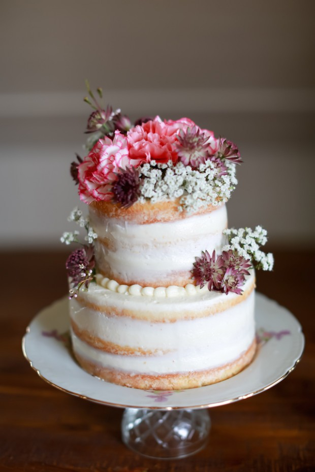 15 Amazing Wedding Cakes Decorated with Flowers