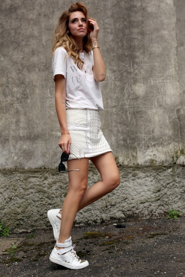 How to Style White Sneakers   17 Outfit Ideas