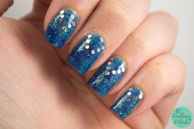 golden-oldie-thursday-silver-blue-nail-art-1