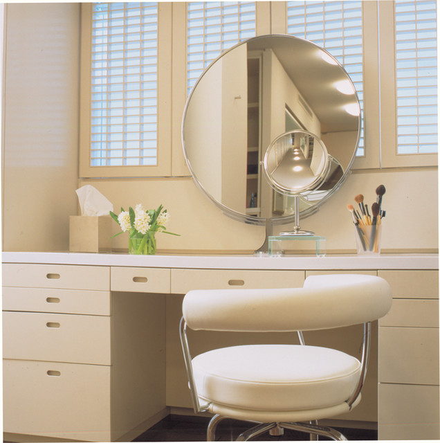 20 gorgeous makeup vanity table design ideas style for Makeup chair for bathroom