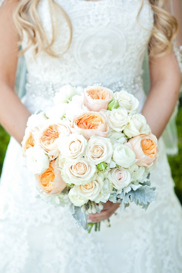 17 Beautiful Spring and Summer Wedding Bouquets