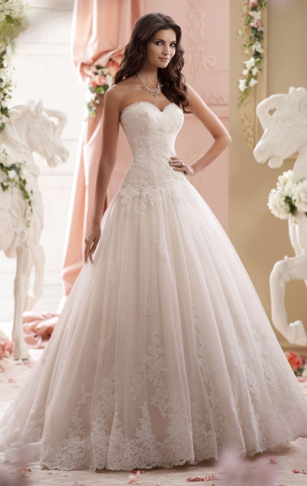 22 Romantic Lace Dresses for Fairytale Wedding