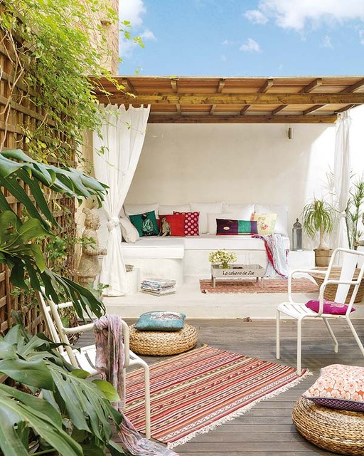 16 Cozy Outdoor Spaces With Sofas