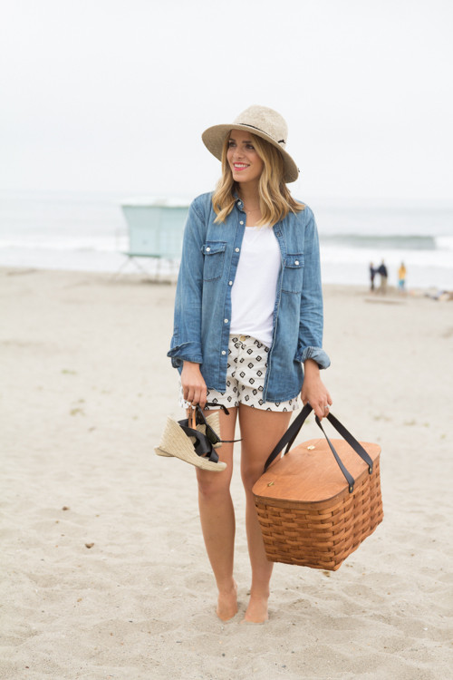 Heading To The Beach: 17 Stylish Yet Comfy Outfit Ideas