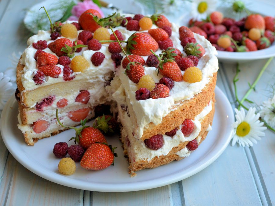 15 Delicious and Easy Summer Fruit Cake Recipes - Style ...