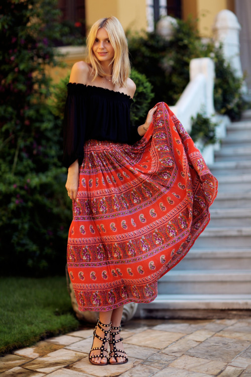 18 Casual and Stylish Maxi Skirt Outfit Ideas for Summer