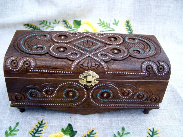 16 Unique Handmade Jewelry Boxes For Elegant Jewelry Storage And Display (3)
