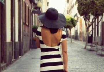 Summer Stripes: Outfit Inspiration from 20 Amazing Outfit Ideas - summer stripes, summer outfit ideas, stripes outfit ideas, stripes outfit, Stripes, Statement Stripes, black and white stripes