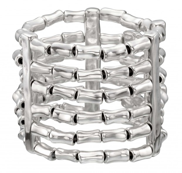 Bracelet with 6 rows of silver-plated tube shaped beads and silver-plated metal clips. Characteristic of UNOde50, 100% handmade in Spain.