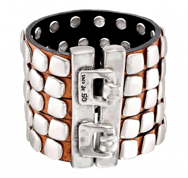 Brown calfskin leather bracelet with five rows and silver-plated square rivets. Hand-crafted in Spain.