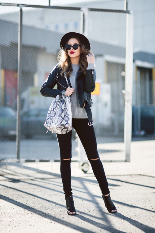 21 Outfits Thatll Make You Want To Buy (or DIY) Black Ripped Jeans