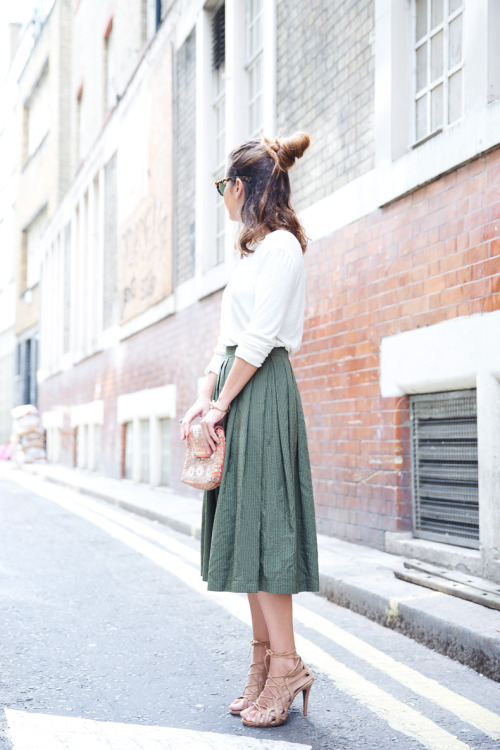 17 Street Style Ways to Wear Midi Skirt This Fall