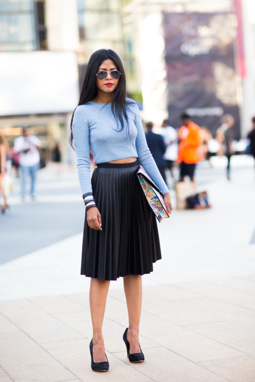17 Street Style Ways to Wear Midi Skirt This Fall - Style Motivation