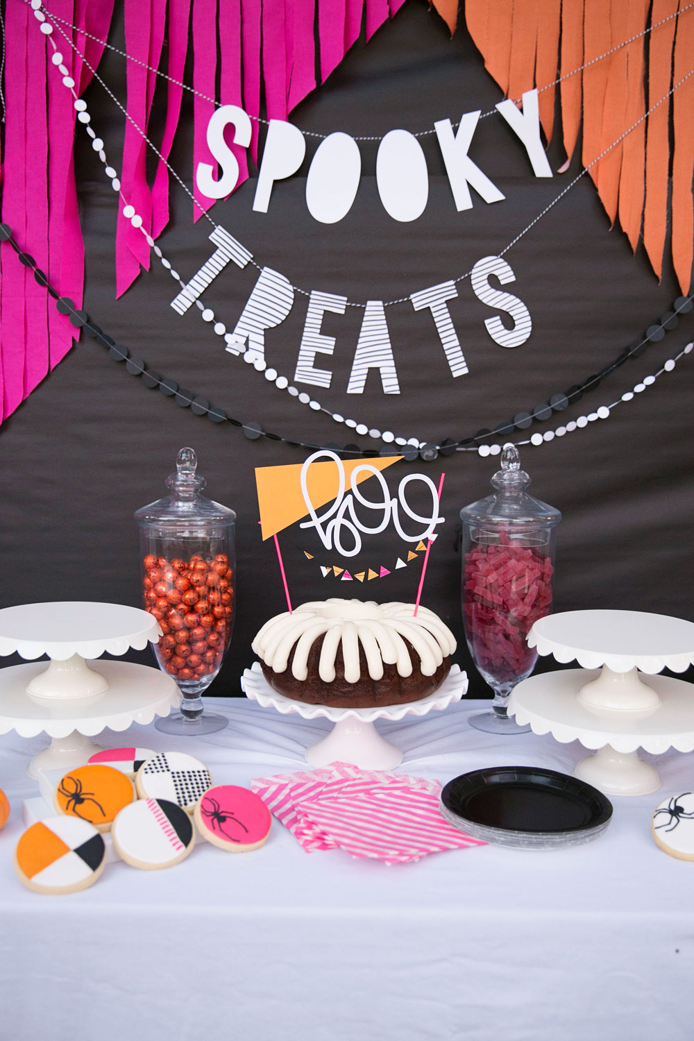 Halloween Party: 22 Spooky and Fun DIY Party Decorations and ...