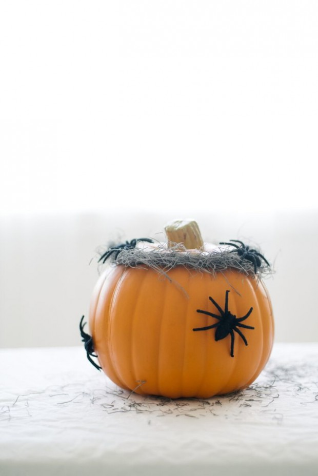 16 Easy To Make DIY Halloween Decorations