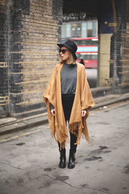 17 Amazing Oversize and Blanket Scarf Outfit Ideas for Stylish Fall Look