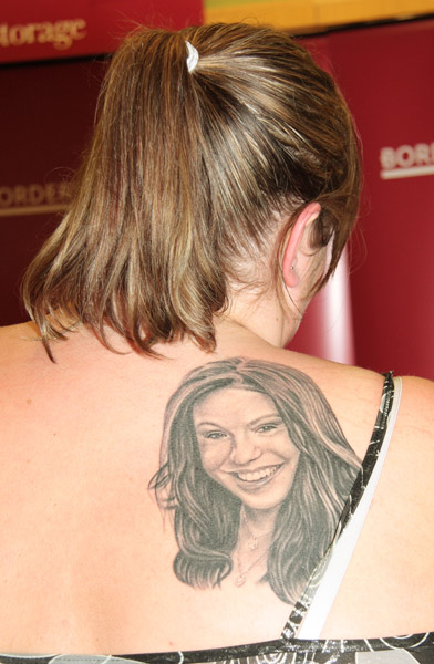 """Rachael Ray Signs Copies of """"Yum-O The Family Cookbook"""" at Borders Books on May 31, 2008 in Syosset, NY."""