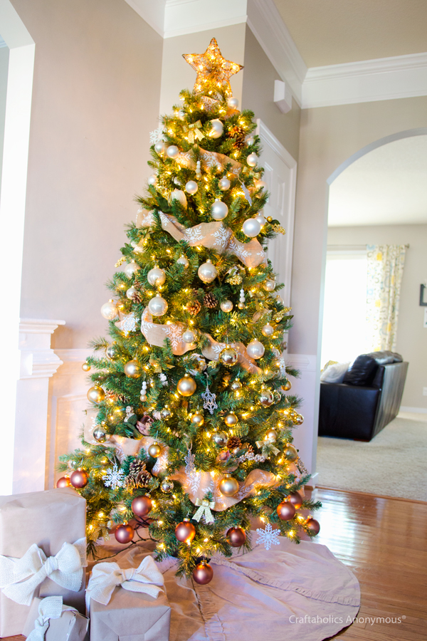 15 Charming Christmas Tree Decorating Ideas to Try This Season