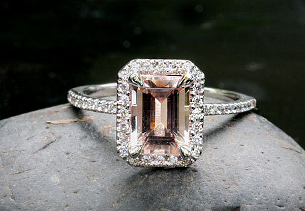 18 Unique Photos and Ideas for Engagement Rings