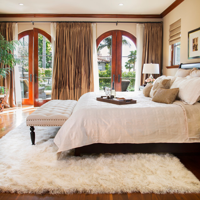 20 Great Ideas How to Decorate with White Comfy Sheepskin Rug ...