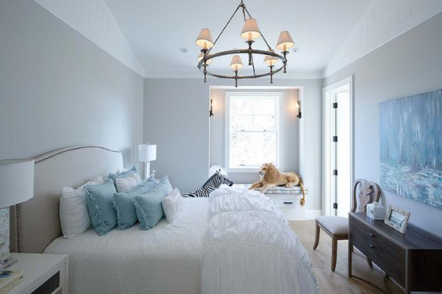 white-and-blue-girls-bedding-built-in-window-seat-nook-white-ruched-duvet