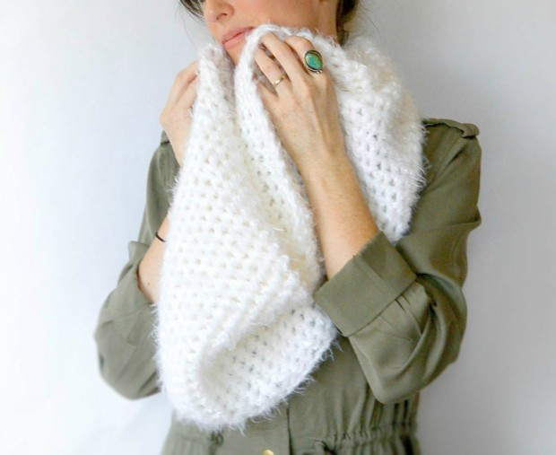 17 Cozy DIY Scarf Tutorials To Keep You Warm This Winter