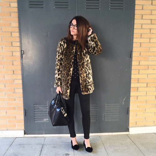 Dots for Cute Look: 18 Great Winter Outfit Ideas