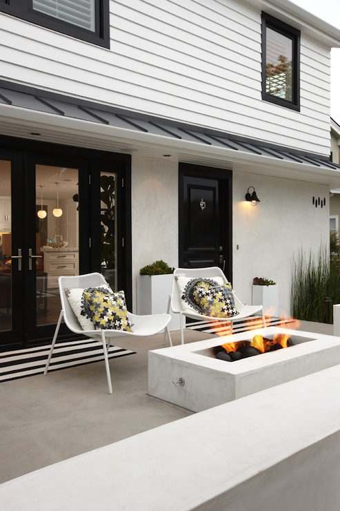 15 Ideas for Warm and Welcoming Porches Decorated with Bright Color Details
