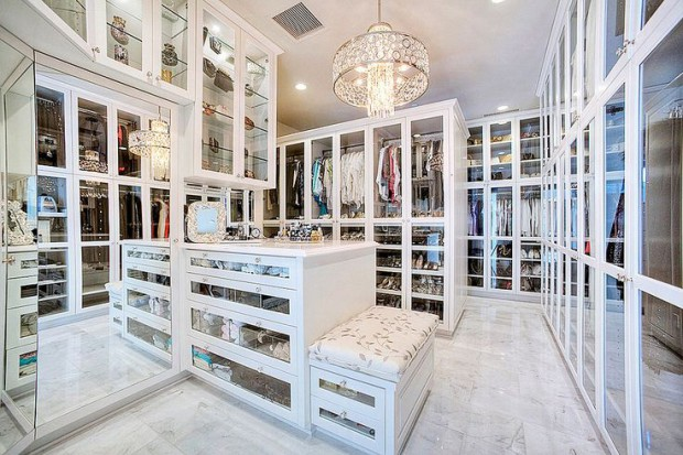 walk-in-closet-bench-closet-island-mirrored-drawers-glass-display-cabinets