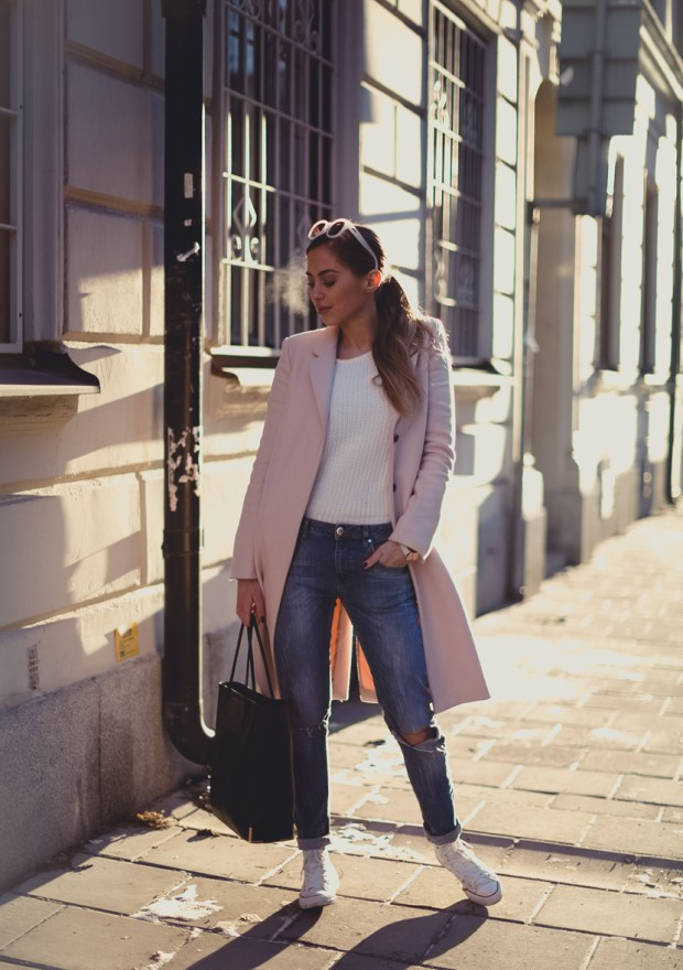 Coat and Sneakers – 18 Stylish Outfits Ideas for Warm and Comfortable Winter
