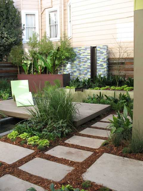 Beautiful stepping stone walkways 18 landscaping ideas for Courtyard stone landscape