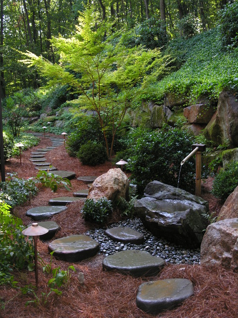Beautiful Stepping Stone Walkways: 18 Landscaping Ideas