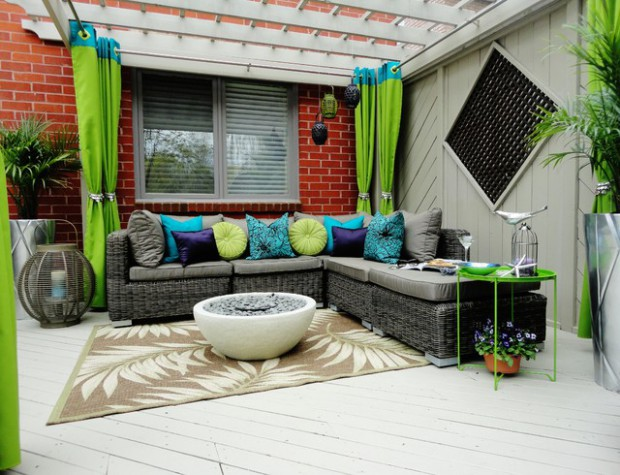 17 Exquisite Outdoor Spaces With Sofas