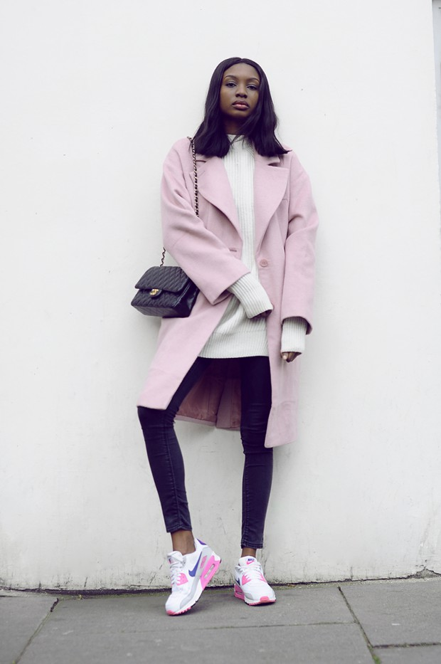 20 Street Style Outfits with Coats in Pastel and Bright Colors for the Last Days of
