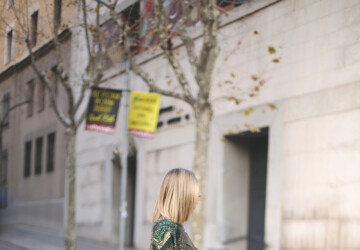 21 Stylish Ways to Wear Sequins from Casual to Dressy During the Day - Sequins outfit ideas, Sequins from Casual to Dressy, Sequins, Outfit ideas, how to wear, how to style, dressy outfit ideas