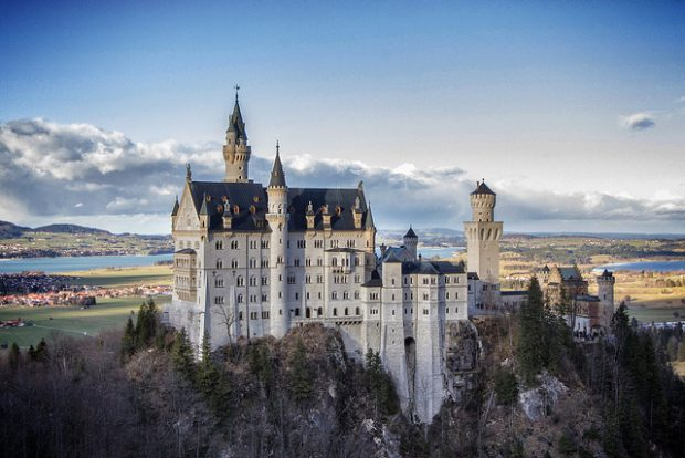 14 Beautiful Historic Castles from Around the World Worth Visiting