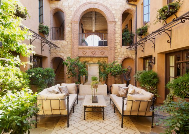 19 Stunning Courtyard Design Ideas with Cozy, Intimate Atmosphere
