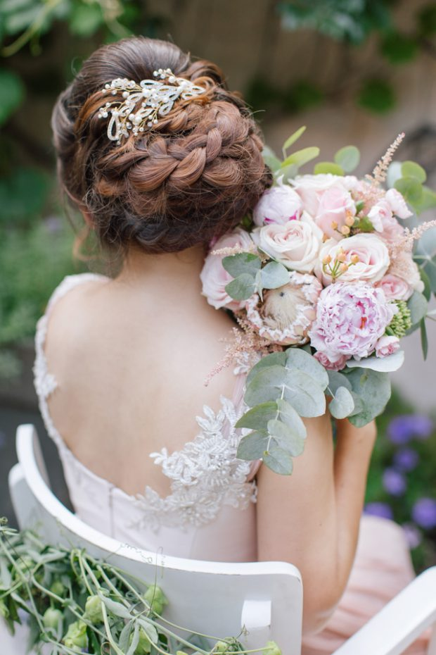 Bridal Hairstyles: 18 Beautiful Ideas for Spring and Summer Weddings
