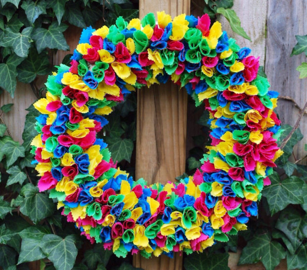 15 Colorful Handmade Summer Wreath Ideas To Refresh Your Front Door