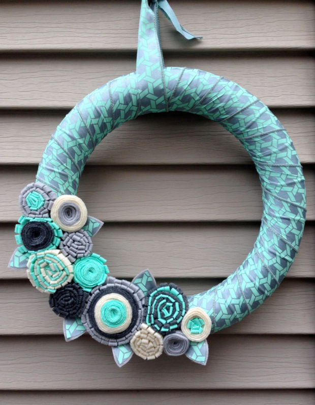 15 Colorful Handmade Summer Wreath Ideas To Refresh Your Front Door (9)