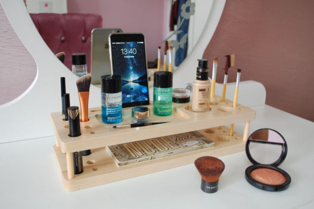 17 Chic Handmade Makeup Organizer & Beauty Station Ideas You'll Love (12)