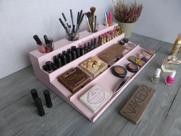 17 chic handmade makeup organizer beauty station ideas. Black Bedroom Furniture Sets. Home Design Ideas