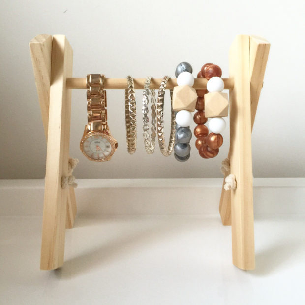 17 Simple But Awesome Handmade Jewelry Organizer Ideas You Can DIY (13)