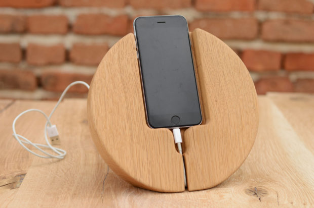18 Inventive Handmade Dock And Stand Designs For Your Electronics (14)