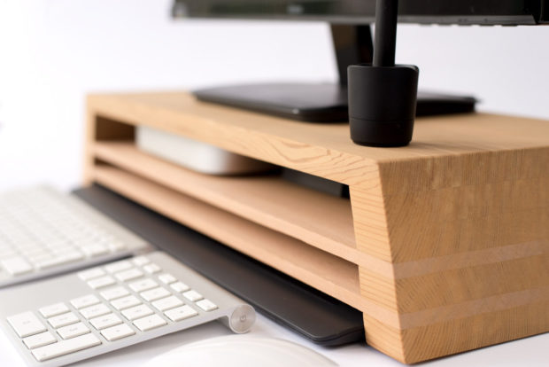 18 Inventive Handmade Dock And Stand Designs For Your Electronics (15)
