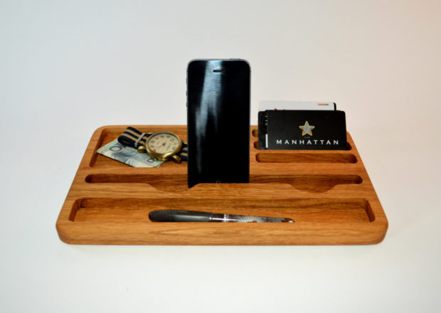 18 Inventive Handmade Dock And Stand Designs For Your Electronics (17)