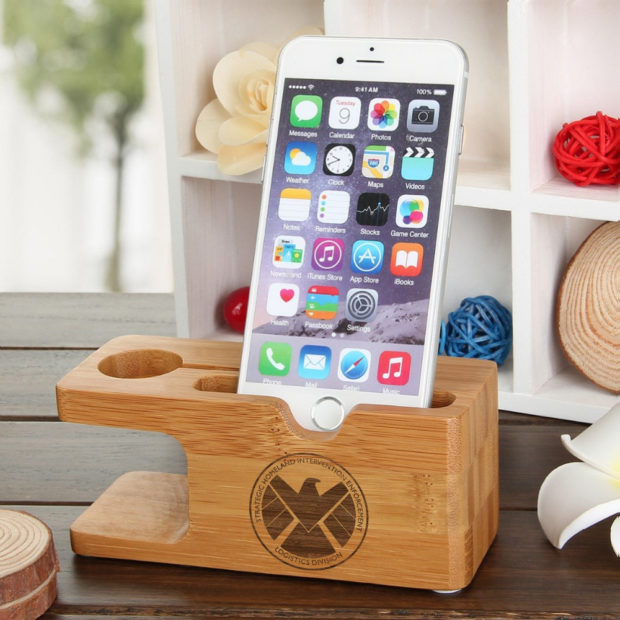18 Inventive Handmade Dock And Stand Designs For Your Electronics (18)