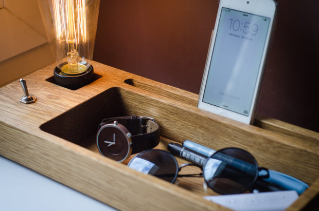 18 Inventive Handmade Dock And Stand Designs For Your Electronics (3)